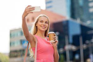 taking a selfie social influencer