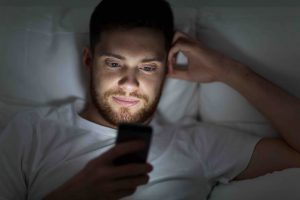 How-Can-I-Become-A-Morning-Person-Smartphone-At-Bedtime